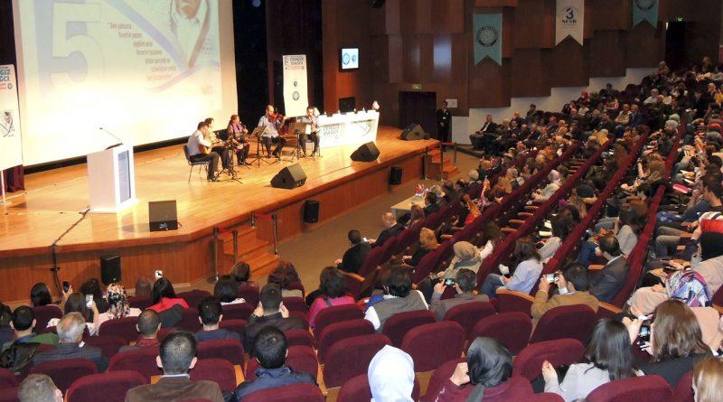 Her Yıl Bir Büyük Türk Bilgi Şöleni'nde Cengiz Dağcı Konuşuldu