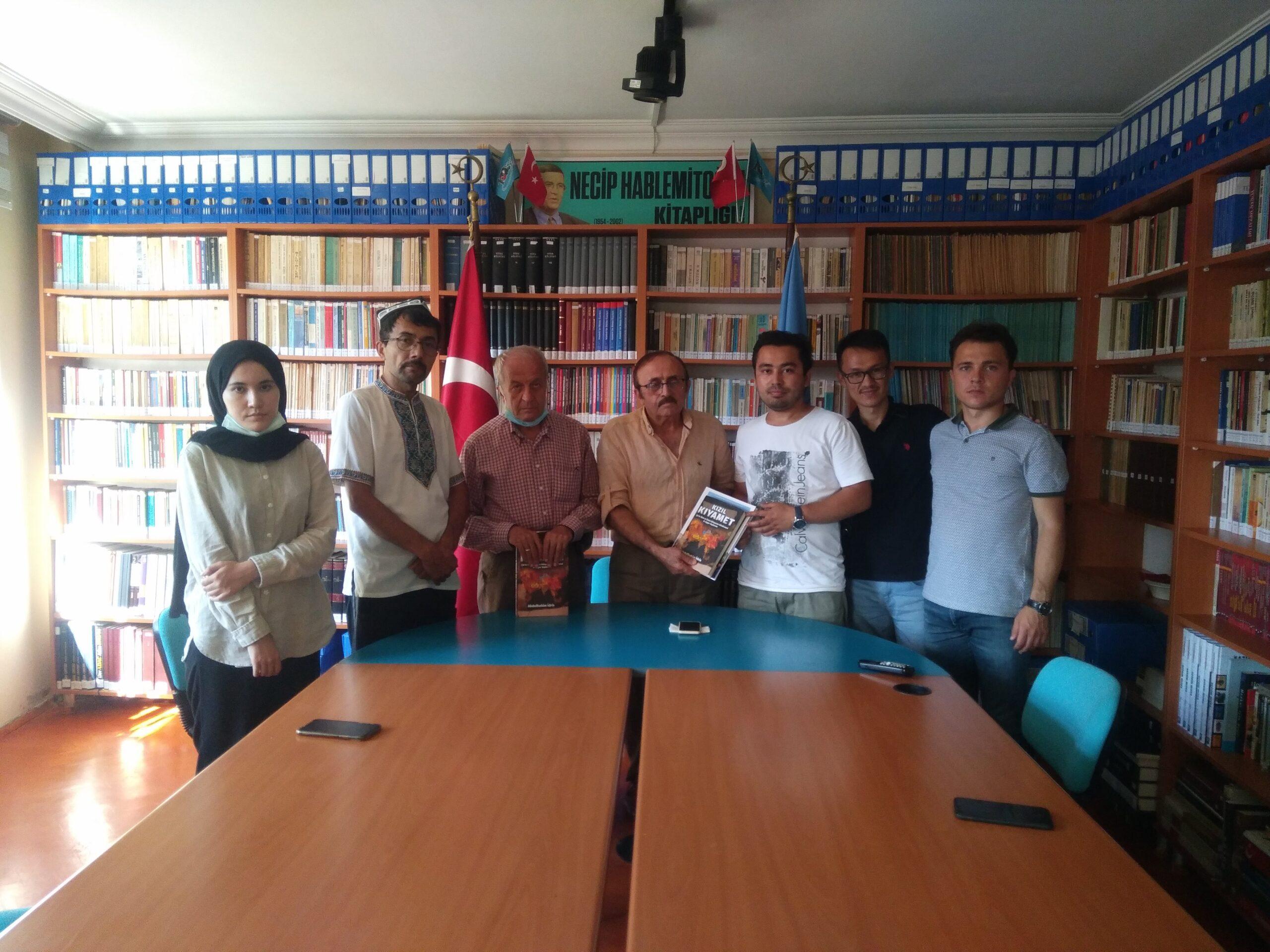 Uygur Türkü öğrencilerden Bursa Türk Ocağı'na ziyaret…